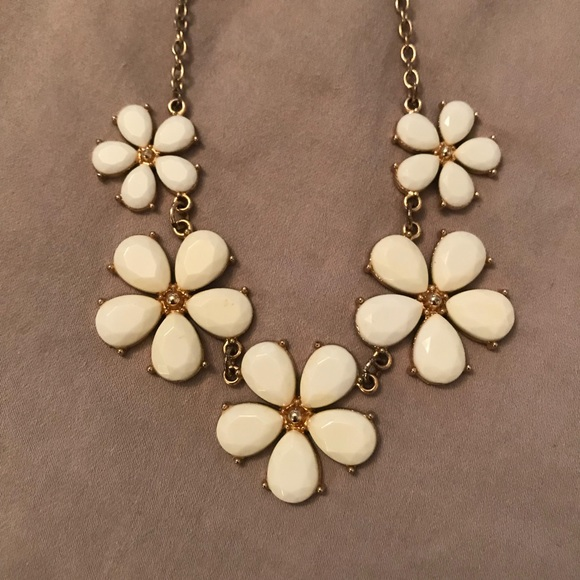 Forever 21 Jewelry White Flower Statement Necklace Poshmark